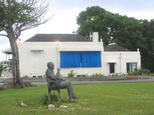 Statue of Noel Coward (d.1973) in front of his beloved