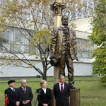Gay Walt Whitman Statue Unveiled in Moscow by Hillary with Homophobic Mayor's Approval