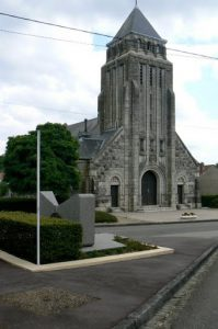 Romagne-sous-Montfaucon church and war memorial (foreground)