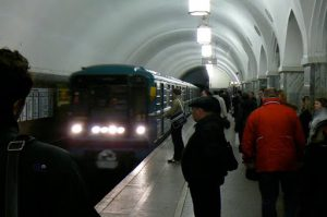 Typical subway traffic at Park Kultury station