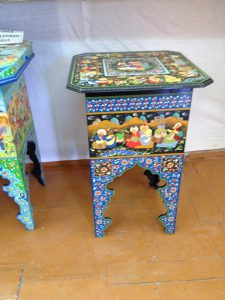 Uzbekistan: Bukhara Sayfiddin shop with hand-painted stools..