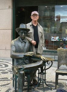 Portugal, Lisbon: Richard with bronze Fado dancer