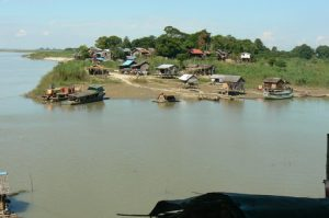 Burma, Mandalay: Ayeyarwady River local vilage